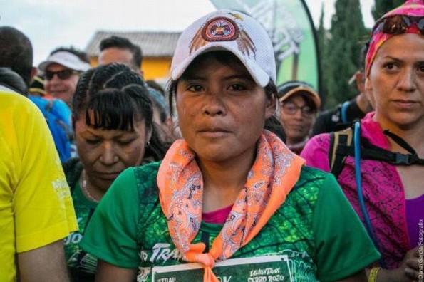 ¡Increíble! Mujer tarahumara gana maratón de 50 km ¡con sandalias y falda! (+VIDEO)