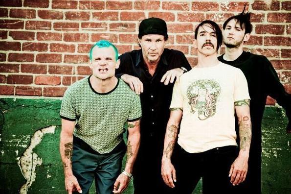 Grupo feminista pide a Spotify retirar la música de Red Hot Chili Peppers y varios más