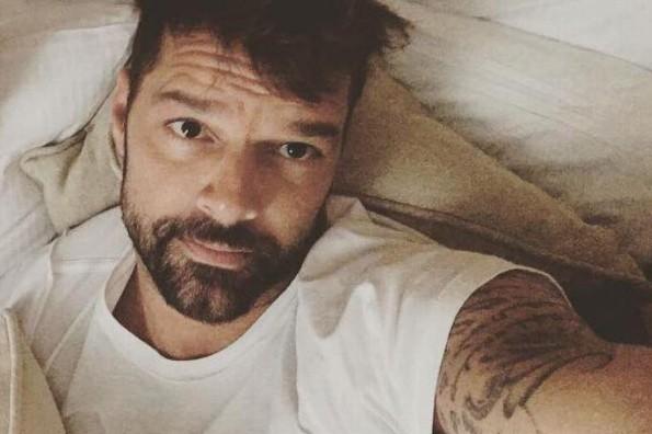 Ricky Martin divide opiniones tras mostrar su trasero al desnudo (+FOTOS)