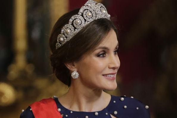El incómodo momento en el que el vestido de la Reina Letizia le juega una mala pasada