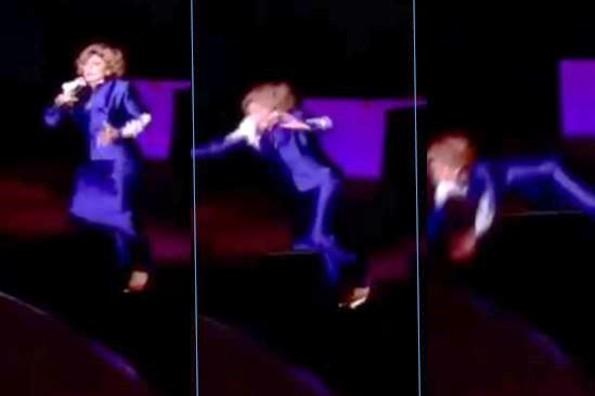 Aparatosa caída de Angélica María en el escenario preocupa a sus fans (+VIDEO)
