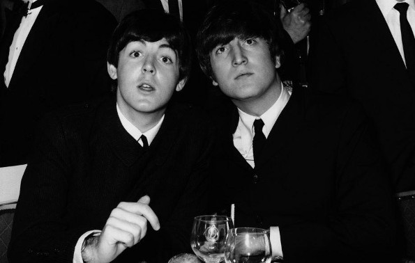 La  confesión sexual de Paul McCartney: 'Me masturbé junto a John Lennon'