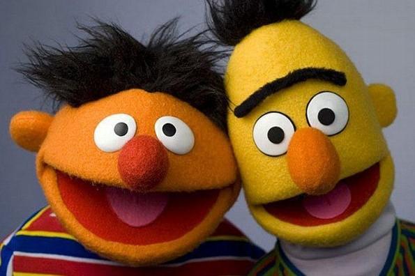 Confirman que los personajes Beto y Enrique de Plaza Sésamo eran pareja (+VIDEO)
