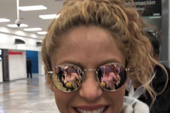Shakira complace a sus fans desde el primer minuto que llegó a México (+VIDEO)