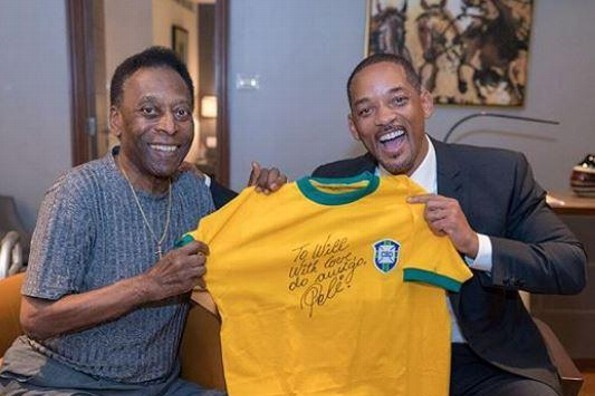 Will Smith recibe autógrafo de Pelé (VIDEO+FOTO)