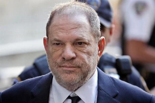 Fiscalía de NY anula uno de los cargos de abuso sexual contra Harvey Weinstein