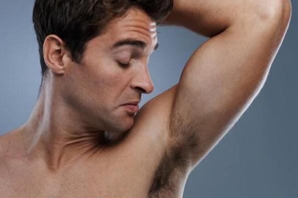 Así es como en realidad deberías usar el desodorante... ¡ahora todo tiene sentido!