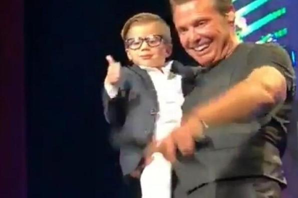 Niño ecuatoriano roba el corazón de Luis Miguel y se sube al escenario (+VIDEO)