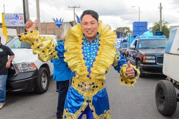 """""""Fineso I"""" feliz con su primer papaqui de Carnaval"""