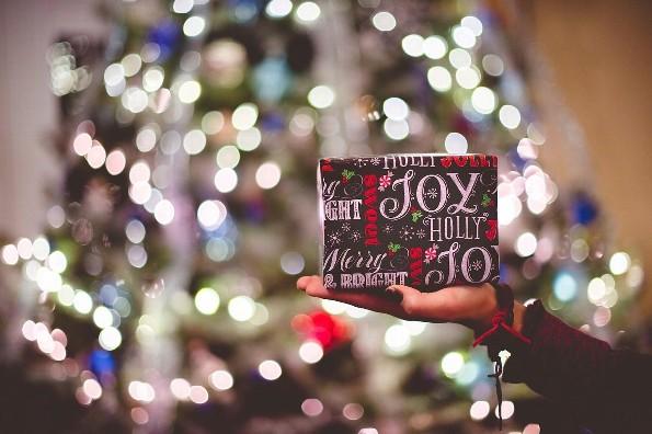 Te decimos qué regalarle a un millennial en Navidad