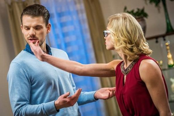 Según los hombres, besar a otra mujer no es ser infiel
