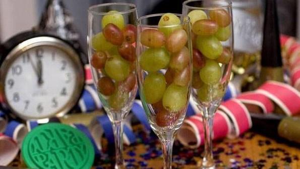 Niño de 3 años muere atragantado con una uva de Nochevieja