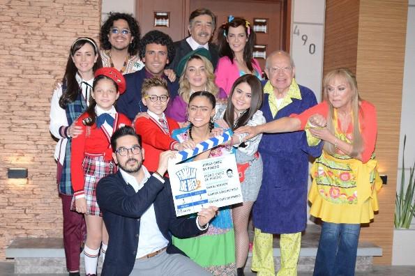 Jorge Ortiz de Pinedo y todo el elenco de