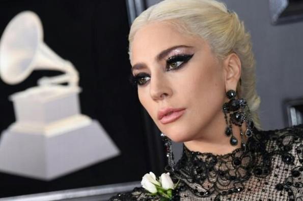 Lady Gaga no para de agradecer por sus Grammy #FOTO