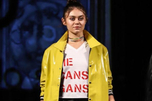 Diseñador mexicano crea línea de ropa inspirada en frases presidenciales #FOTOS