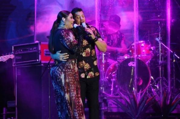 Yuridia y Yahir muestran su lado más romántico en el Carnaval de Veracruz 2019 #VIDEO