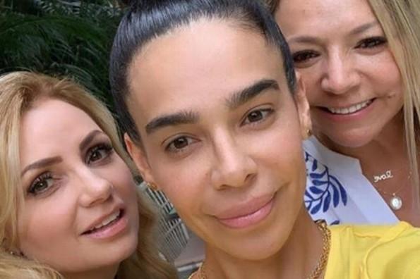 Angélica Rivera posa junto a la familia de Maluma #FOTO