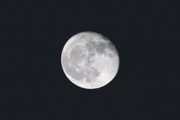 La NASA muestra imágenes de la luna llena en Marte #FOTO