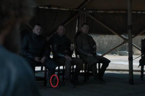 Aparece una botella de plástico en el final de Game of Thrones #FOTO
