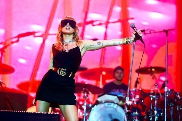 Miley Cyrus revela nuevo álbum #FOTO