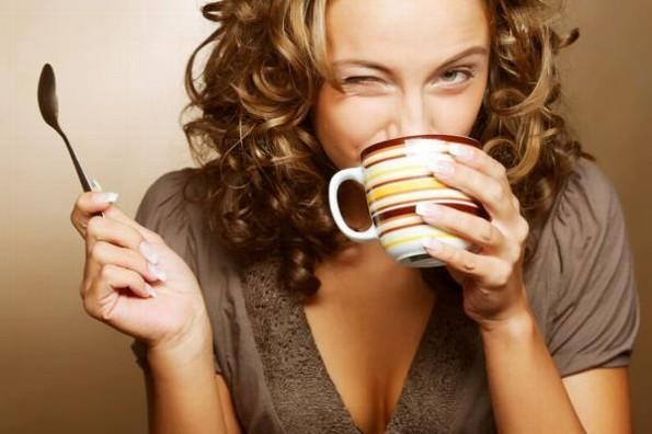 Beber café en exceso reduce el tamaño de los senos, afirma la ciencia