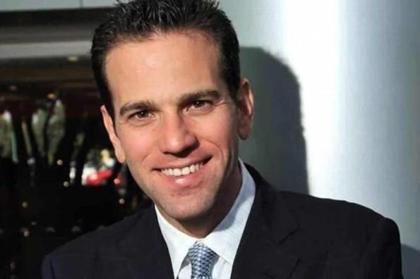 Se va de Televisa el periodista Carlos Loret
