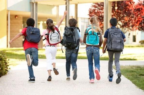 Mochilas pesadas en niños puede afectar su columna vertebral