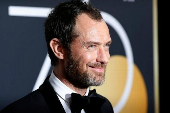 Jude Law aparece semi desnudo en el primer tráiler de ´The New Pope´ #VIDEO