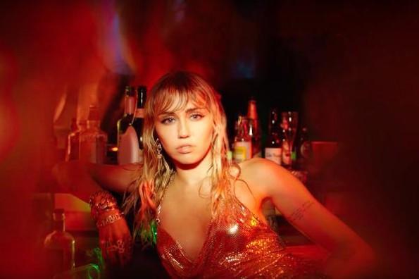 Miley Cyrus muestra su melancolía en