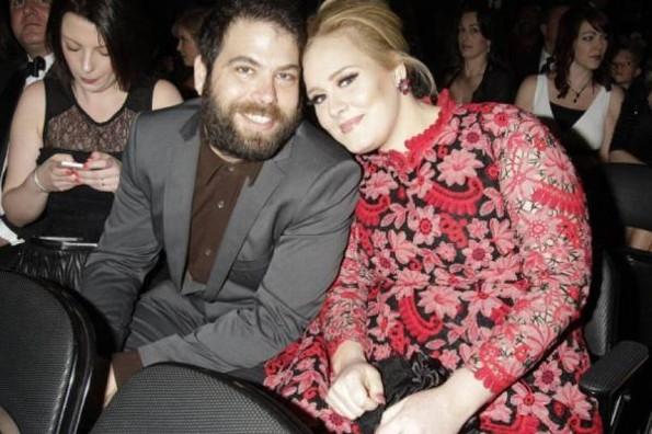 Adele solicita oficialmente su divorcio de Simon Konecki