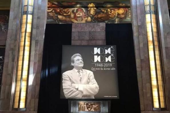 Así se está viviendo el homenaje de José José en el Palacio de Bellas Artes