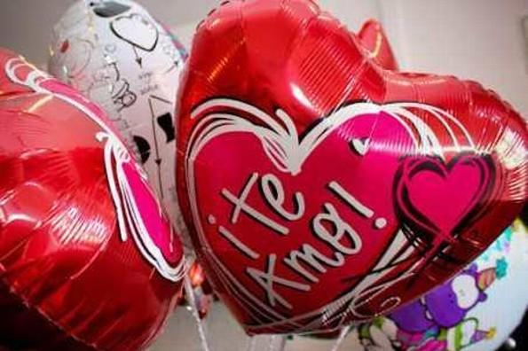 Flores, peluches, globos ¿Qué prefieres que te regalen el Día de San Valentín?