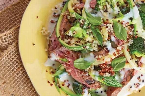 Receta de hoy: Arrachera con calabacita, brócoli y bsalsa cremosa