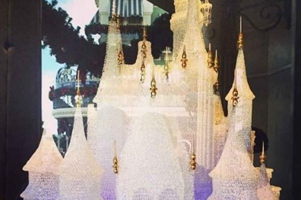 Niños se tropiezan y destruyen el icónico Castillo de Cristal de Cenicienta