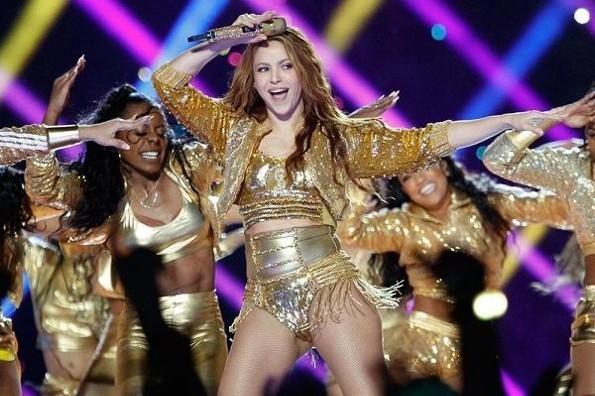 Shakira donará el vestuario que uso en el Súper Bowl (+video)
