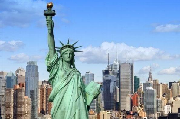 ¡Impresionante! Rayo impacta la Estatua de la Libertad (+video)