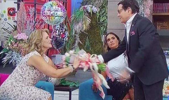 Pepillo Origel se disculpa con Erika Buenfil, pero ella le advierte: