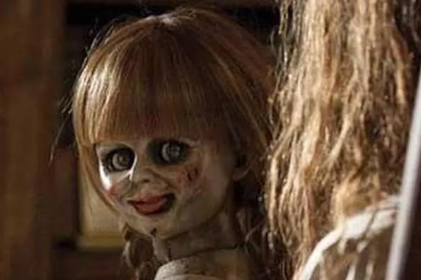 Annabelle está en la vitrina del Museo Warren