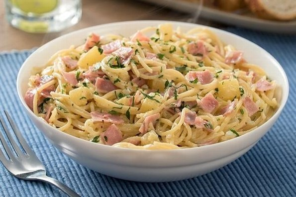 Receta de hoy: Espagueti hawaiano con jamón y piña