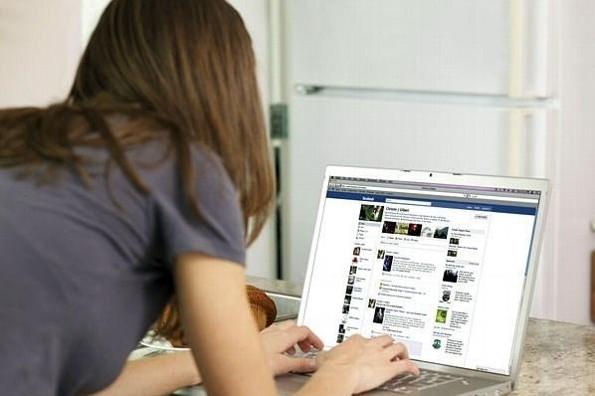 Regresa Facebook a sus orígenes, alista plataforma para universitarios