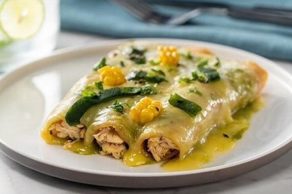 Receta de hoy: Enchiladas suizas en salsa de chile poblano