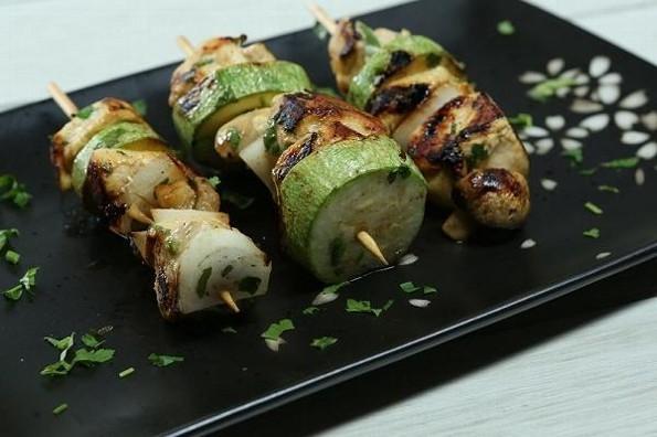 Receta de hoy: Brochetas de pollo con verduras