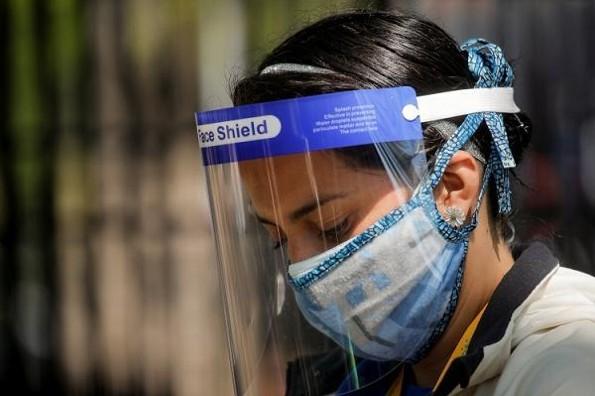 Protectores faciales no sustituyen las caretas