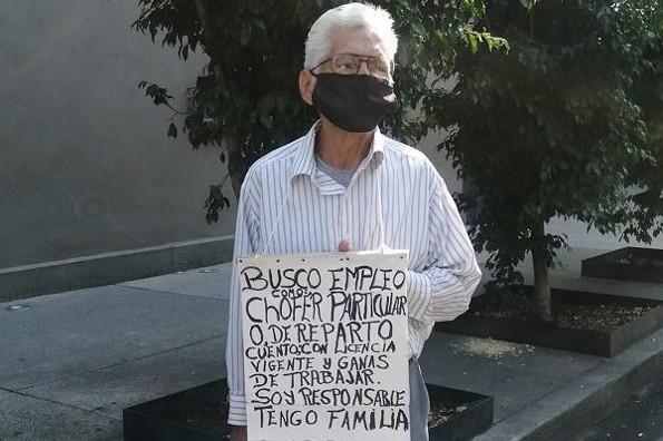 Adulto mayor es viral al pedir trabajo en calles de CDMX