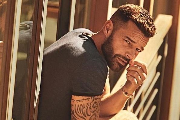 Checa el radical cambio de look de Ricky Martin (+foto)