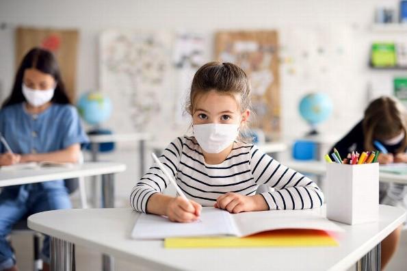 Escuelas particulares anuncian regreso a clases presenciales pese a prohibición por COVID-19