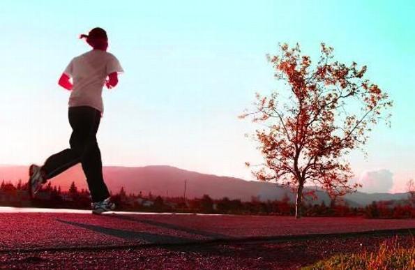 ¿No puedes levantarte para hacer ejercicio matutino? 4 tips para lograrlo