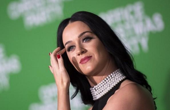 ¡Nuevo look! Katy Perry sorprende a su fans con fotos con el cabello oscuro