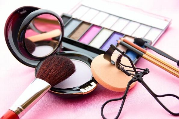 Estudio detecta toxina asociada al cáncer en cosméticos