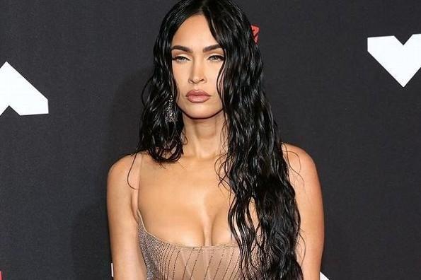 Megan Fox impacta en los MTV Video Music Awards con vestido transparente (+foto)